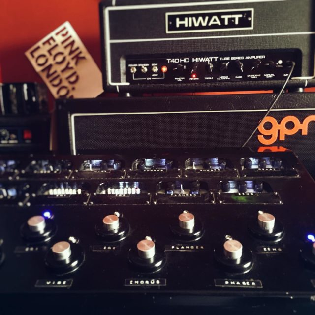 Gear check (before rehearsal) 🎸🤟  #pedalboard #pedalboardoftheday #tubes #analogsound #hiwatt #hiwattamps #fanespeakers #pinkfloyd